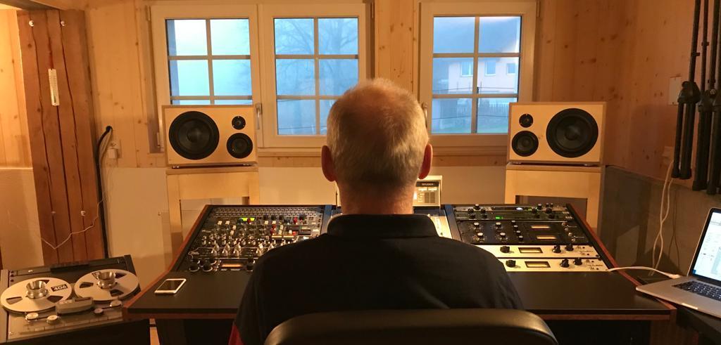 Hörsession mit NFM4C im Tonstudio